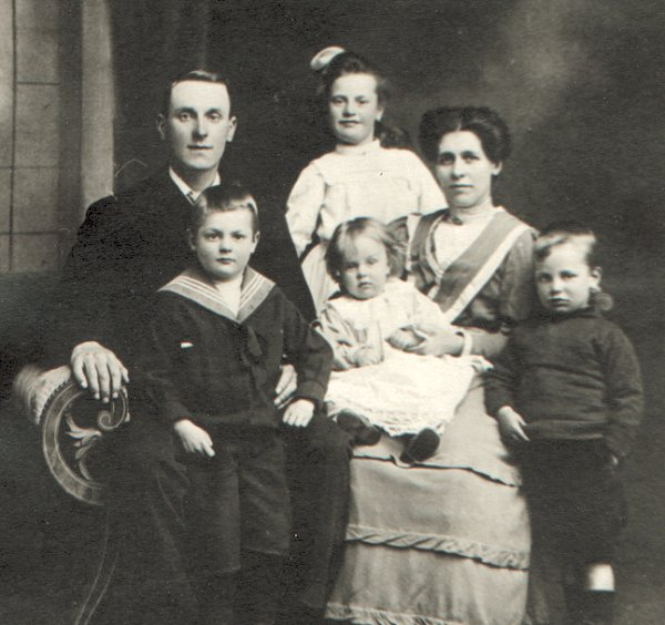 Family picture – James Gough and Family - 1909