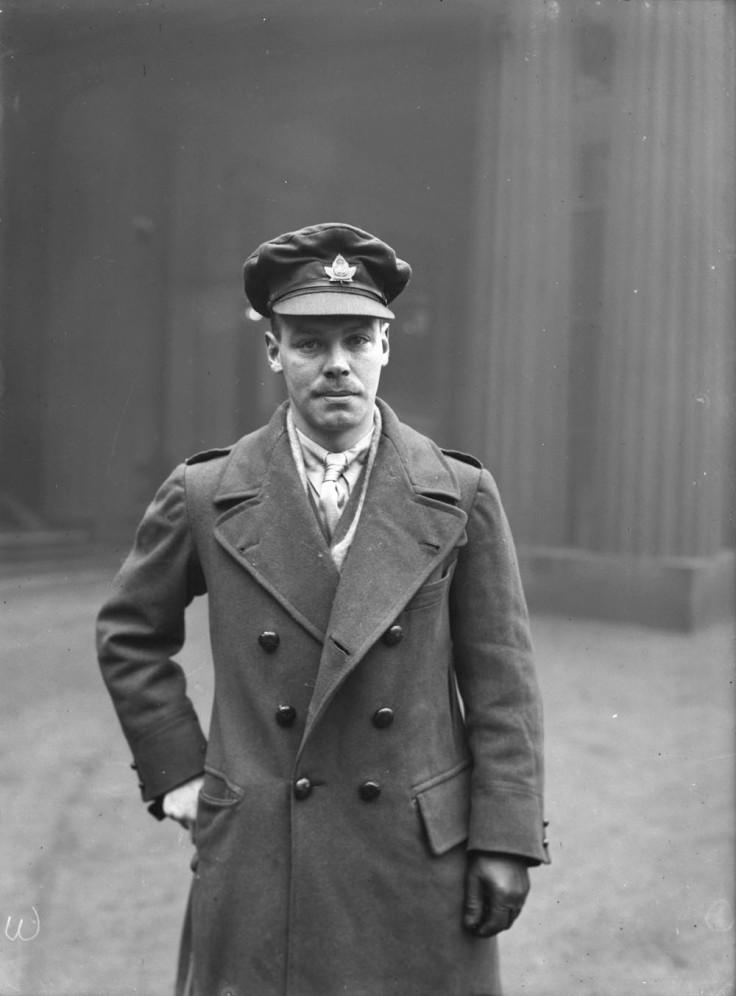Major J.S. Bell, D.S.O., M.C., 18th Cdn. Inf. Bn. Source: LAC MIKAN no. 3212403