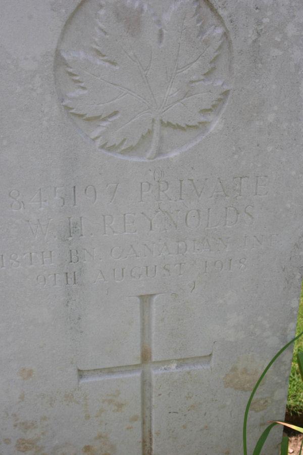 Grave Headstone Reynolds