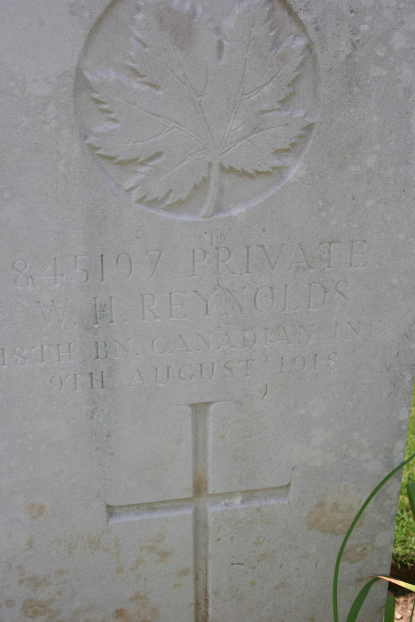 Grave Headstone Reynolds