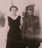 Pte. J.H. Payne with unknown woman. Source: Gathering Our Heroes