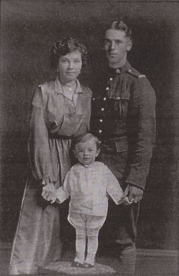 Private Roy Lyman Allen with his wife Florence and his son Glen. Undated photo circa 1915. Source: CVWM