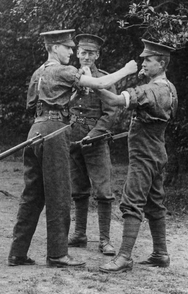 Photo of Fred Binns – Fred Binns on left in training at Niagara camp 1915. Source: CVWM