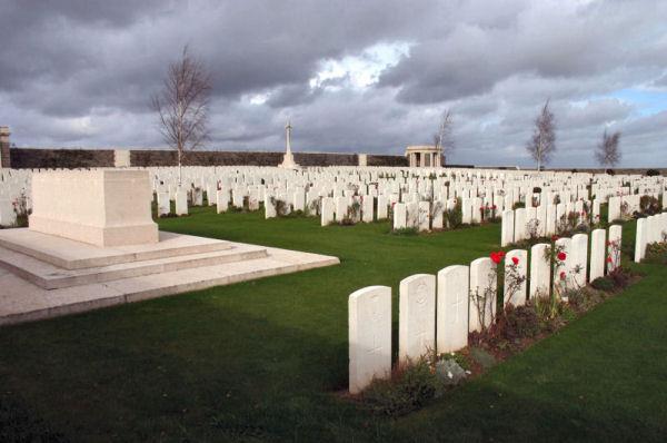 Orchard Dump Cemetery – Orchard Dump Cemetery, Pas de Calais, France (J.Stephens). Source: CVWM
