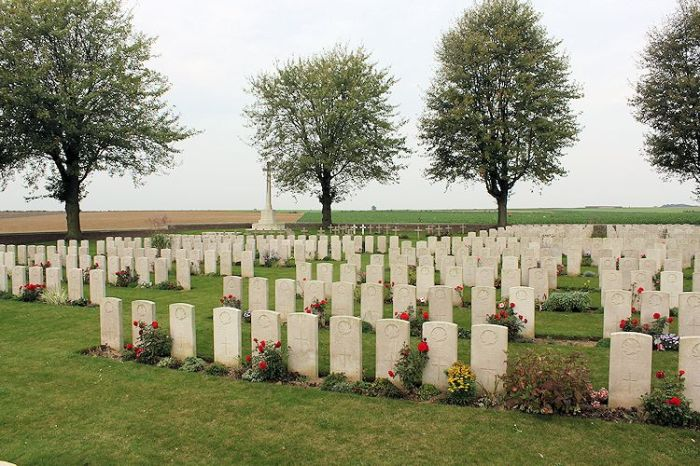 Cemetery – Nine Elms Cemetery – The Nine Elms Cemetery, located at Roclincourt, France. It is about 5 kilometres from Canada's Vimy Memorial in France. (John & Anne Stephens 2013). Source: CVWM