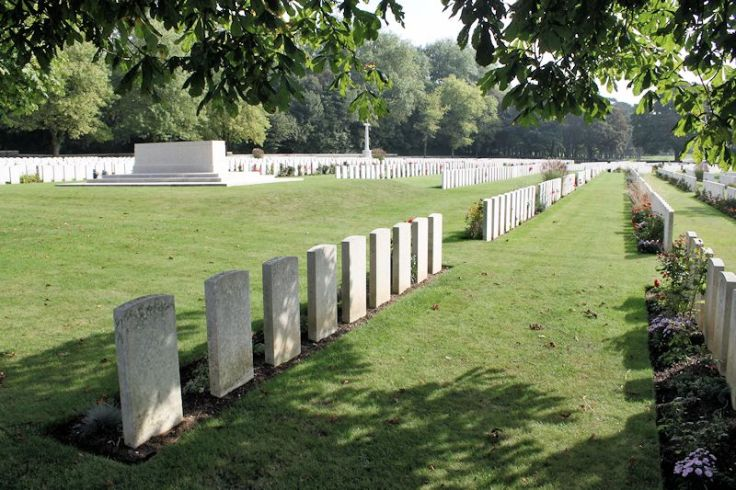 Cemetery – Canadian Cemetery No. 2 - The Canadian Cemetery No. 2 is located on Vimy Ridge and is attached to the grounds of Canada's Vimy Memorial. The cemetery is about 6 kilometres north of Arras, France.(John & Anne Stephens 2013). Source CVWM