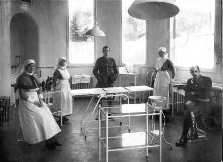 Operating Theater, Sidcup. Harold Gillies, seated.