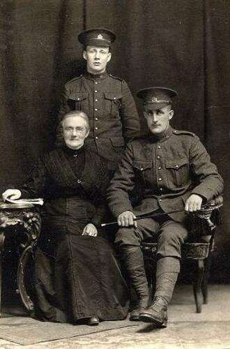 Cosford (Cooney) Wood, Frank Wood with their mother