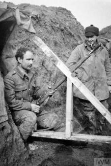 THE BRITISH EXPEDITIONARY FORCE ON THE WESTERN FRONT, 1914-1915 (Q 51587) 2nd Lieutenant L. J. Barley of the 1st Battalion, Cameronians (Scottish Rifles), watching as a rifle grenade is prepared for firing from trenches at Grande Flamengrie Farm on the Bois Grenier sector of the line during February 1915. Copyright: © IWM. Original Source: http://www.iwm.org.uk/collections/item/object/205024551